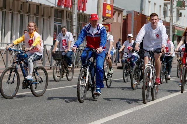 Иногда врио губернатора совершает велопрогулки по Перми.