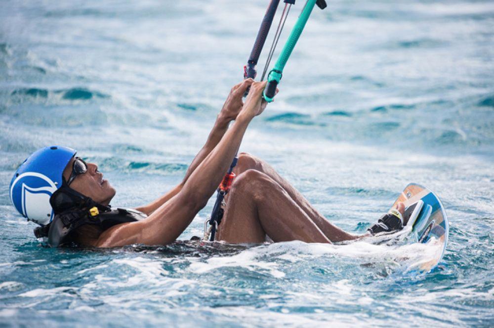 8 февраля 2017 года. Барак Обама гостил у миллиардера Ричарда Брэнсона на Виргинских островах, где они соревновались в катании на досках.