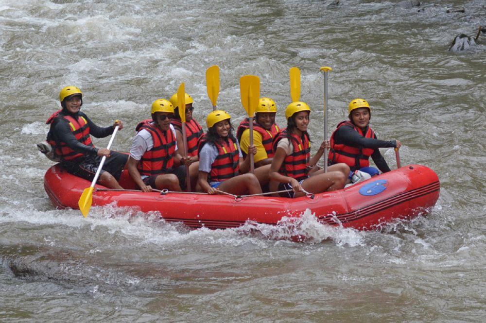 Семья Обамы на рафтинге по реке Аюнг, Бадунг, Бали.