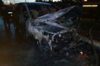 Огонь охватил автомобиль.