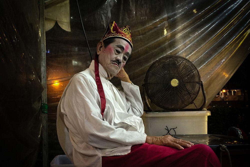 2 место — Певец китайской уличной оперы.