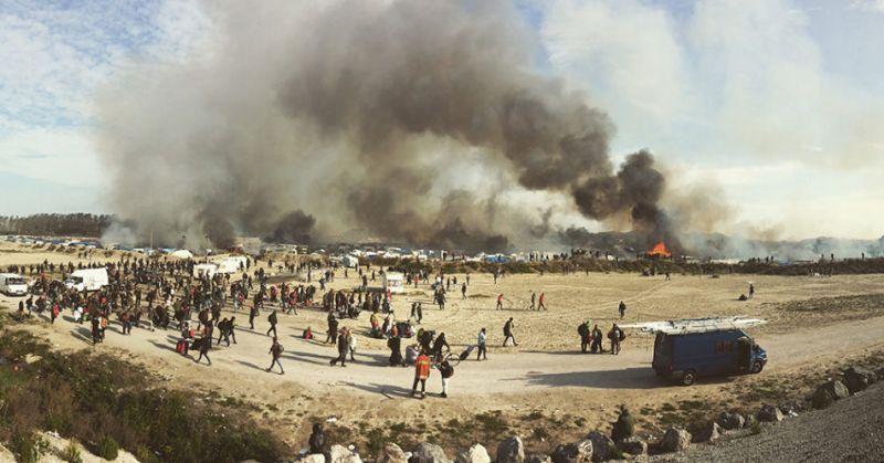 1 место в категории «События» — Кочевники Европы. 24 октября 2016 года началось выселение крупнейшего лагеря мигрантов в Европе под названием« Джунгли », расположенного на севере Франции. Лагерь был подожжен, и тысячи мигрантов вынуждены были уйти.