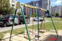 100 страниц занял список нарушений при эксплуатации детских площадок в городе.