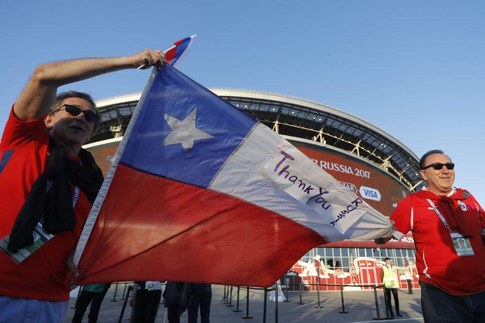Спасибо, Россия! - от чилийских фанатов.