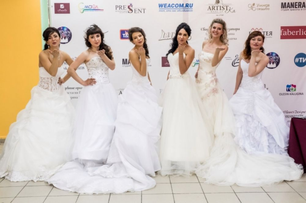 В одном из конкурсов Анастасия примеряла свадебное платье.