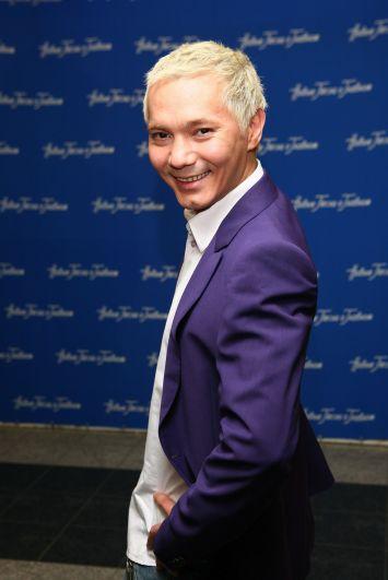 Олег окончил Иркутское театральное училище с красным дипломом, специальность — «актёр театра кукол».