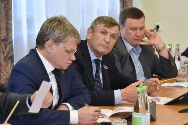 Халил Гиниятов в центре.