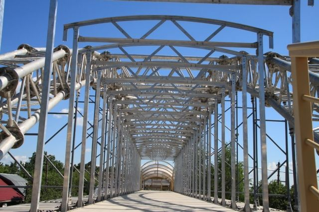 Первый в России алюминиевый мост установлен в Нижнем Новгороде.