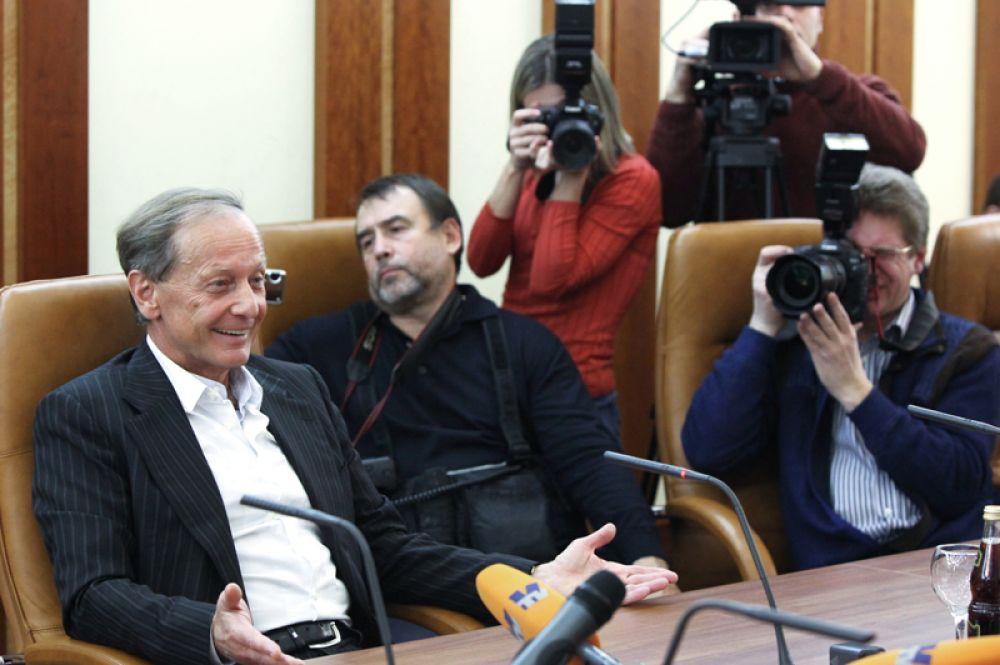 2009 год. Сатирик Михаил Задорнов на встрече с председателем Совета Федерации РФ Сергеем Мироновым.
