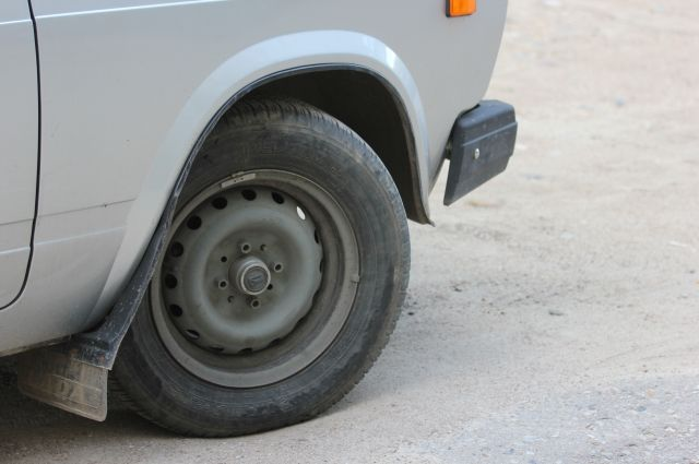 В Губкинском мошенники оставили горожанина без автомобильных шин.