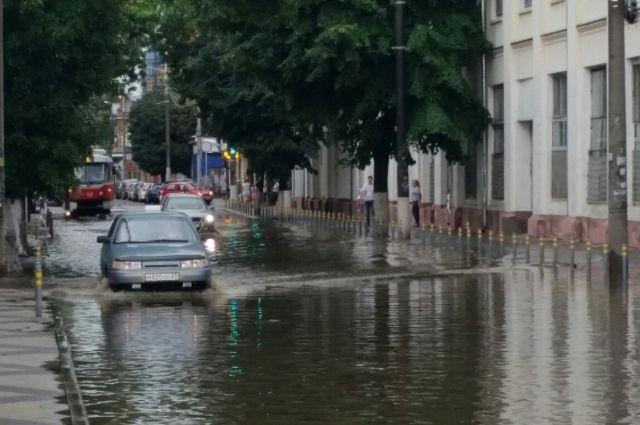 ВТимашевске после ливня подтопило несколько домов