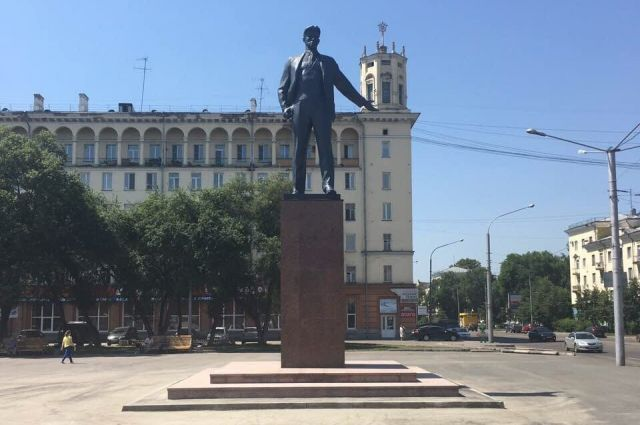 В Новокузнецке завершили реставрировать памятник Маяковскому.