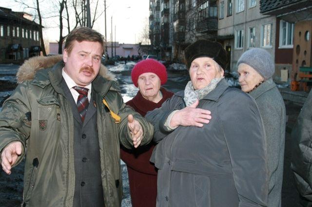 Бывший депутат Олег Резвый с избирателями
