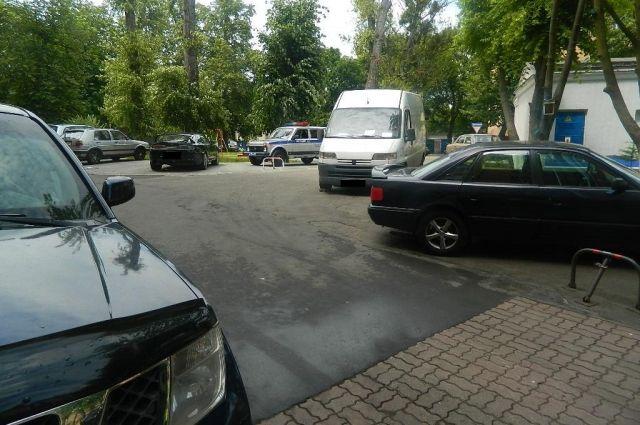 В Калининграде мужчина попал под колеса собственного автомобиля.