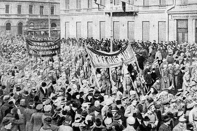 Февральской революции 1917 года в школьных учебниках посвящено полстраницы.