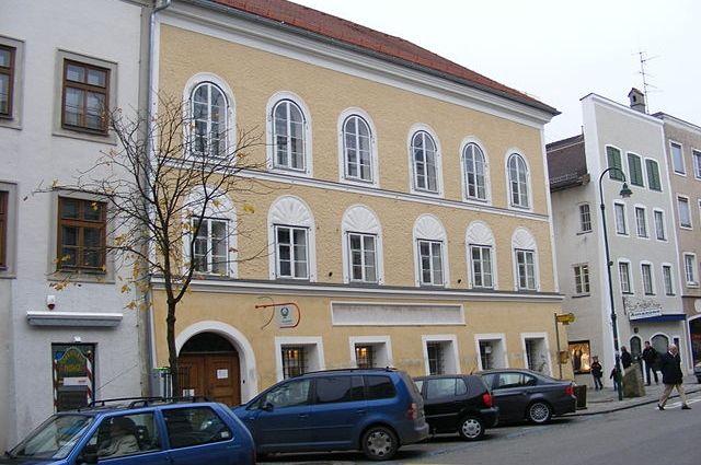 Суд в Австрии признал законным отчуждение дома Гитлера в пользу государства