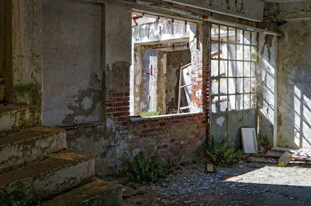 ВТвери девочка упала с 3-го этажа заброшенной фабрики