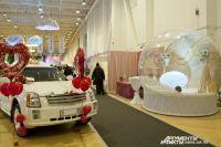 Водитель легковой машины спешил на свадьбу.