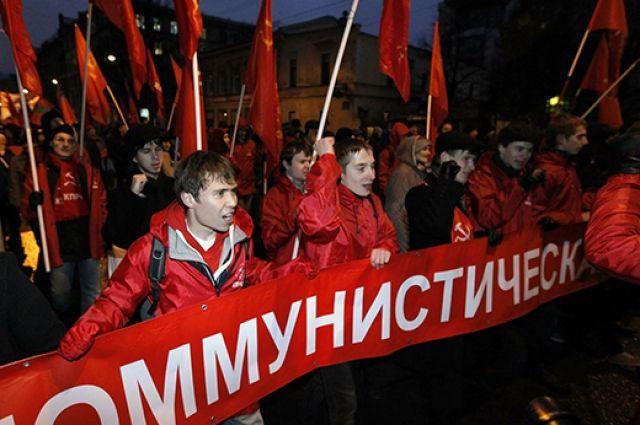 КПРФ обвиняют в связях с беглыми олигархами