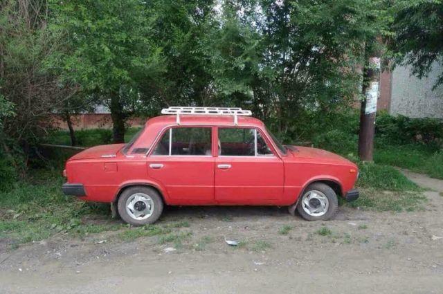 Грабитель вскрывал отечественные автомобили.