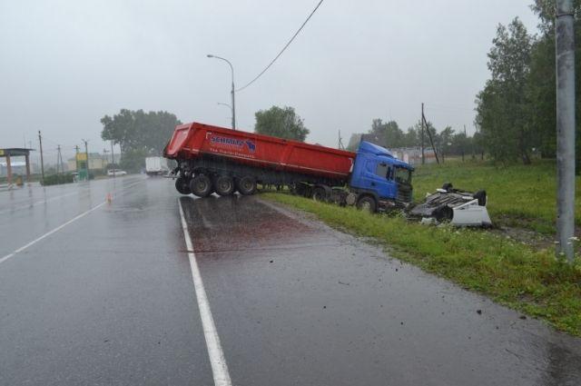 ВКрасноярском крае столкнулись иностранная машина и фургон: пострадали 6 человек