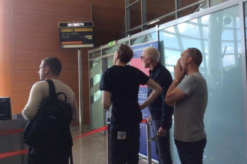 Когда рейс в Шереметьево задержали, музыканты очень переживали.