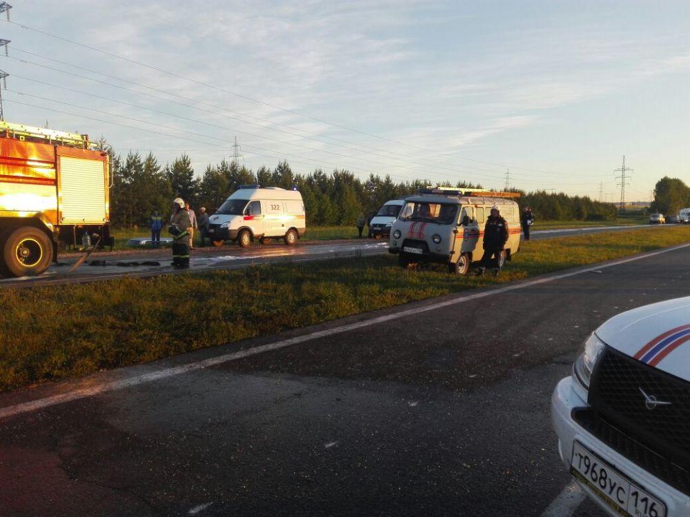По данным МЧС Татарстана, после столкновения оба автомобиля загорелись.