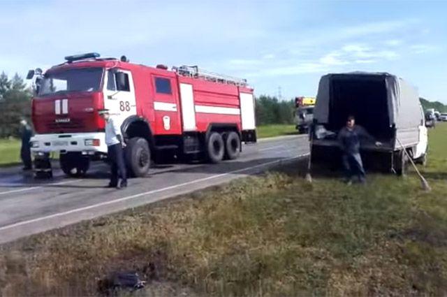 Жуткое ДТП в РФ : отпассажирского автобуса остался только каркас