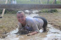 Окопы, колючая проволока и грязь - тюменцев испытала «Гонка героев»: фото