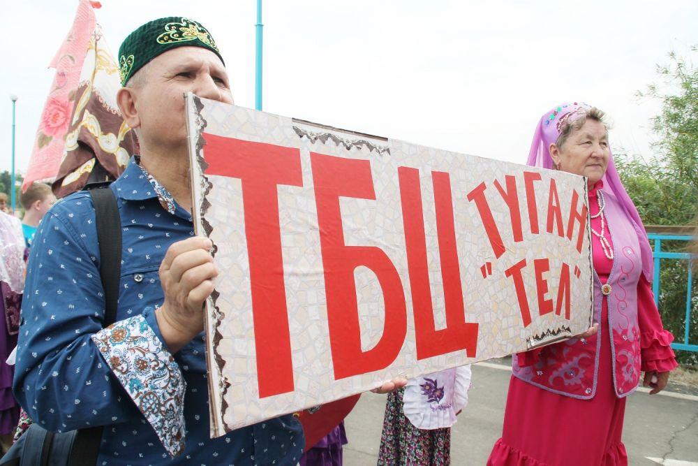 Не обошлось без традиционного шествия.