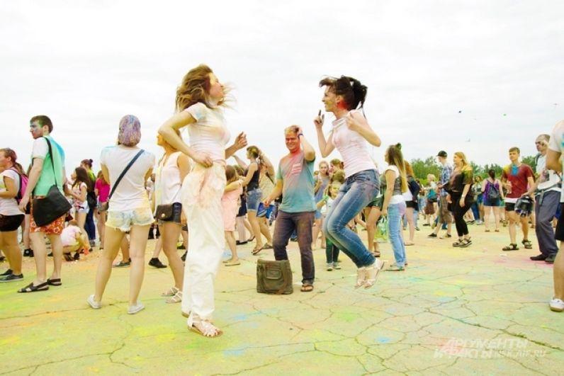 Не обошлось на празднике без танцев.