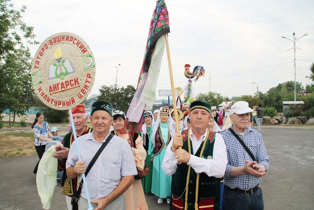 Землячества их разных городов в этот день присутствовали на Сабантуе.