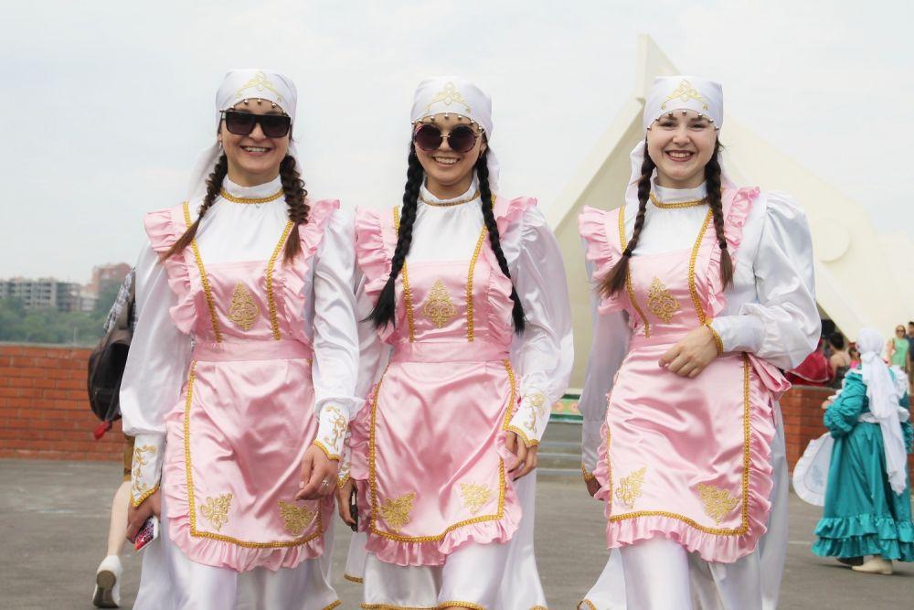 Участники Сабантуя всегда стараются нарядиться в традиционные одежды или показать новые дизайнерские решения народного костюма.