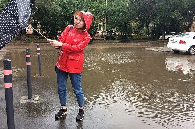 Собираясь на работу, красноярцам следует взять зонт.
