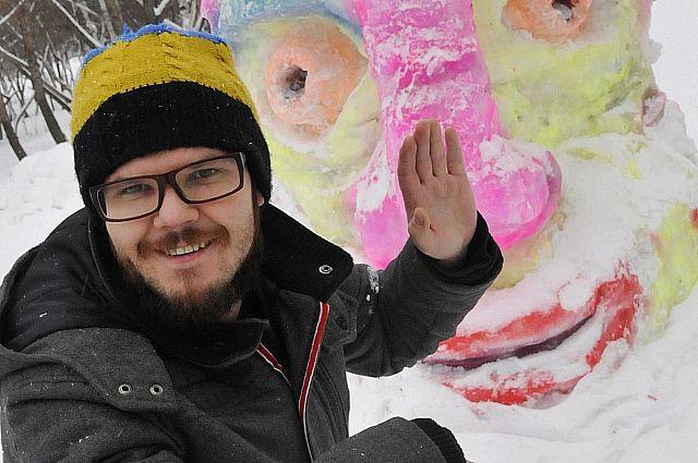 Пермский художник Александ Жунев создал в Перми новую работу - пиксель-скотч-арт на сетчатом заборе.