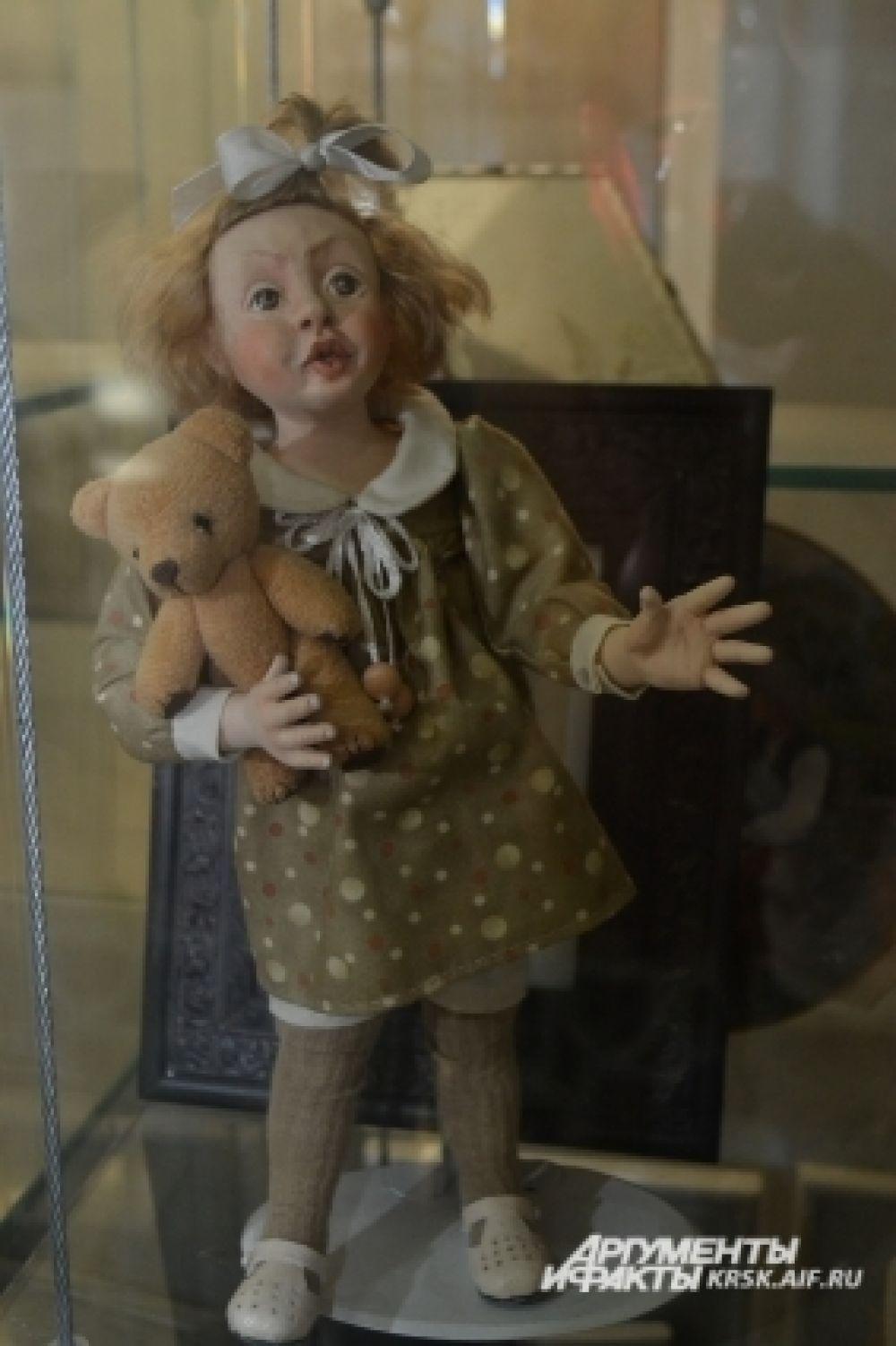 Девочка с мишкой.