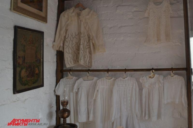 Ночные рубашки и крестильные платья.