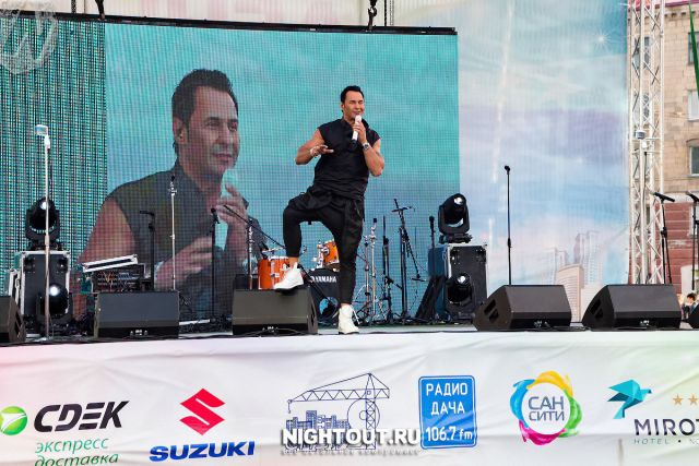 Самым главным подарком для всех присутствующих стало выступление Стаса Костюшкина.