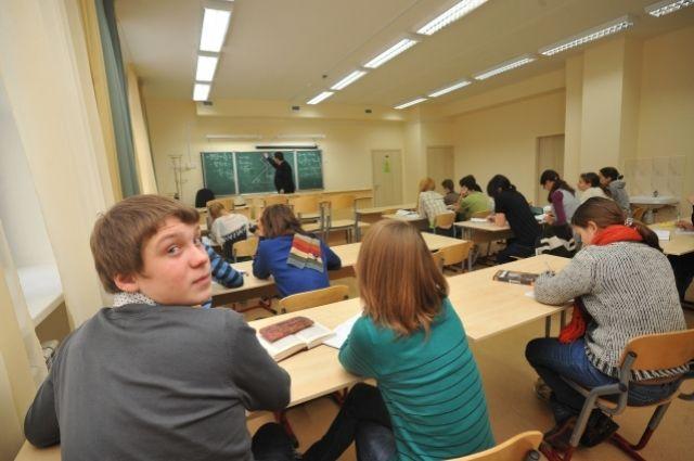 Всего в текущем году на подготовку школ выделено 989,4 миллиона рублей.