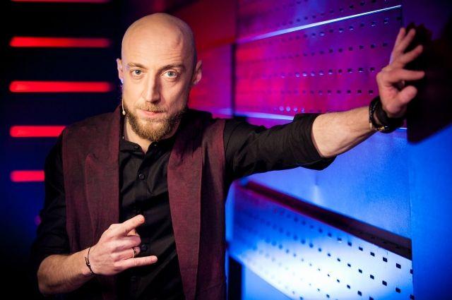 «Только ничего не напутайте, мы начинаем наше шоу в новое время — в 22.00!», — Сергей Гореликов.