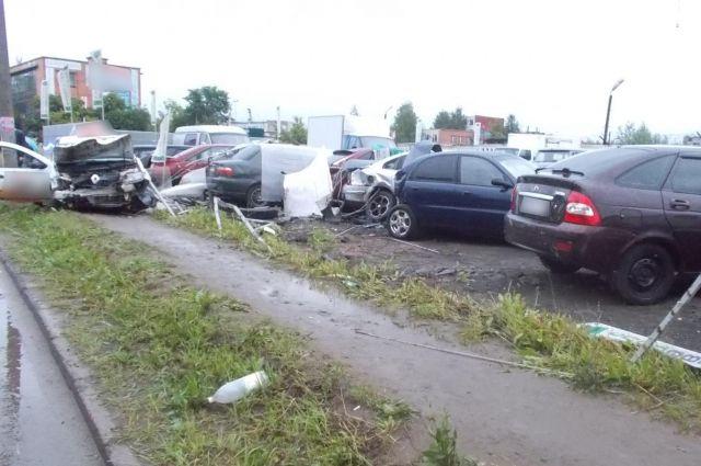 В результате дтп пострадали 8 автомобилей