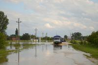 Речка затопила посёлок.