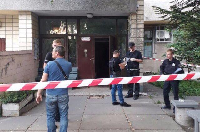 ВКиеве вподъезде отыскали мужчину спростреленной головой