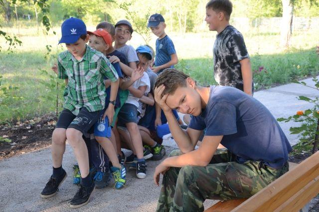 Детей из летнего лагеря в Кузбассе отправили по домам из-за плохой воды.