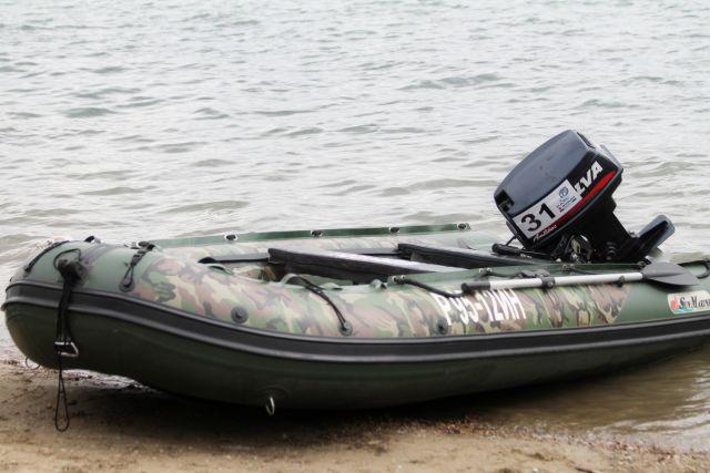 Местные жители поехали на рыбалку и обнаружили в реке погибшего мужчину.