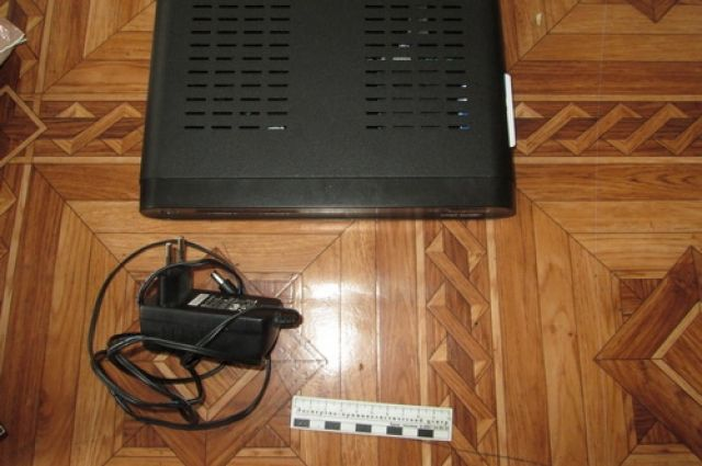 Орчанин подозревается в краже цифрового спутникового приемника и телефона.