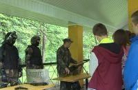 Ребята смогли познакомиться со стрелковым оружием, находящемся на вооружении Росгвардии.