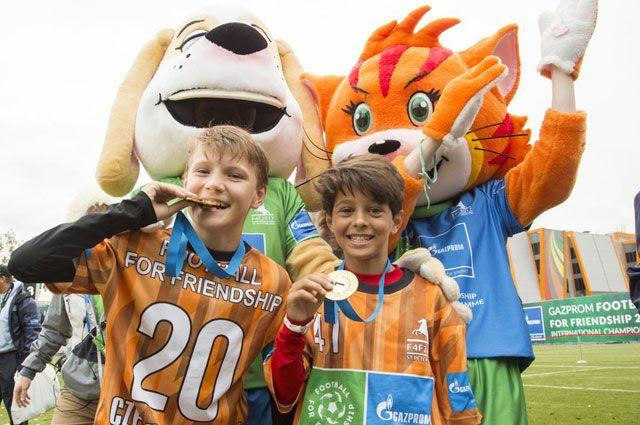 Футбол — для дружбы. В Санкт-Петербурге прошёл крупнейший детский турнир