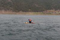 Серфингист около 40 минут пробыл в холодной воде Байкала.