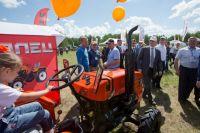 На выставке предприятия представили как крупные, так и небольшие тракторы, пригодные для работы в фермерских хозяйствах.